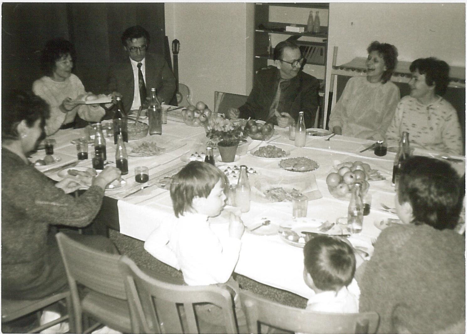 1991 zleva okolo (asi) Blažena Tykvová, Franková, Ota Kříž (Head), Hladký, Debora Zemenová, dr. Golková, asi Chamo